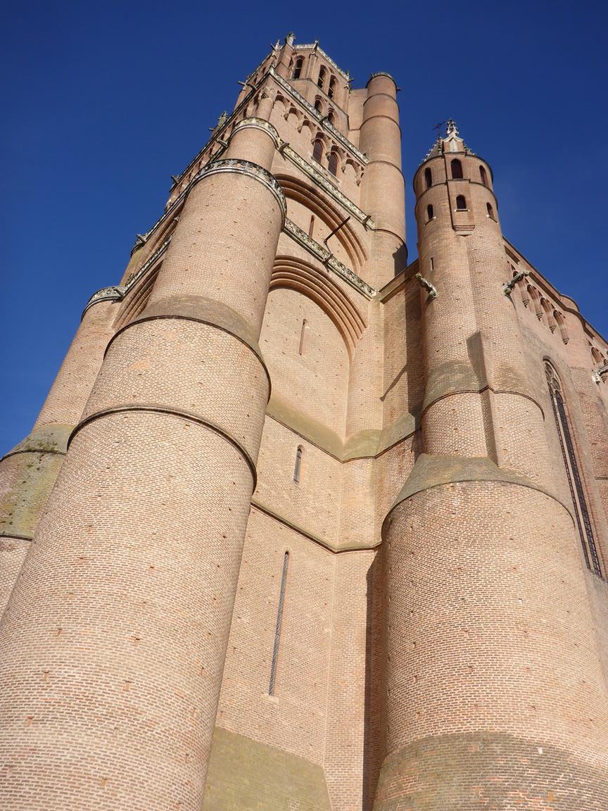Katedralens torn i Albi, en gigantisk tegelbyggnad