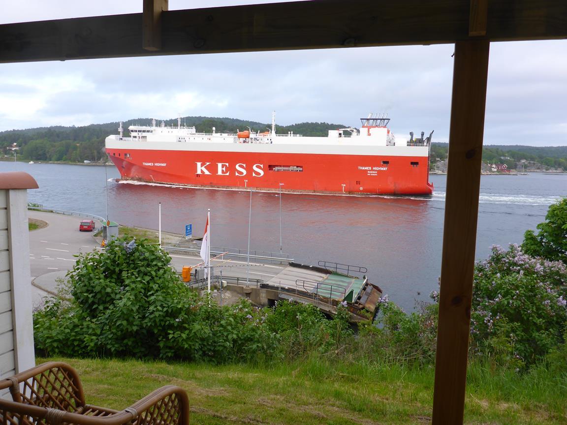Utsikt från verandan över Svanesundsleden