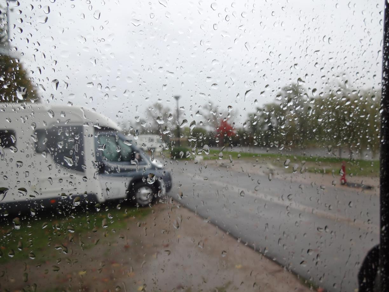 Regnet öser ner i St Pourcain-sur-sioule