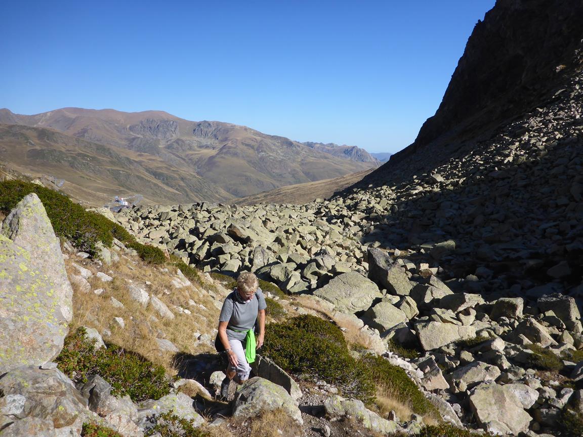 Slit och släp i Andorras stenparti