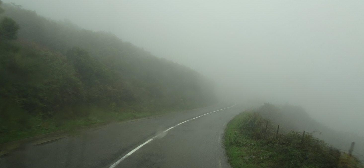In i dimman i bergspassen mot Bastia
