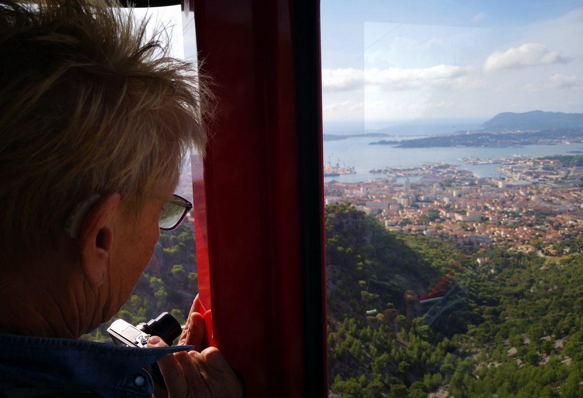 Mandy i linbana upp till Mont Faron